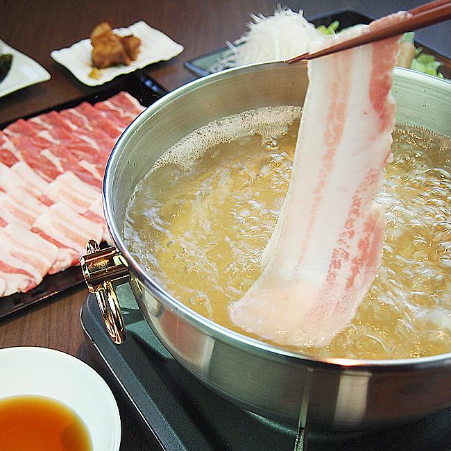 脂身の甘みが特徴のバラ肉。あじ豚の良さを一番実感して頂ける部位です。