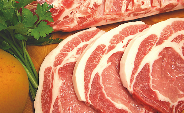 <span>あじ豚精肉一覧</span>農場で育てるオリジナルブランド豚 『あじ豚』はまろやかでさっぱりとした脂の風味が特徴です。